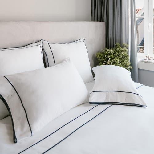 Parure de lit Monaco en satin de coton 220 fils/cm² - 550TC - liseré gris anthracite - drap plat